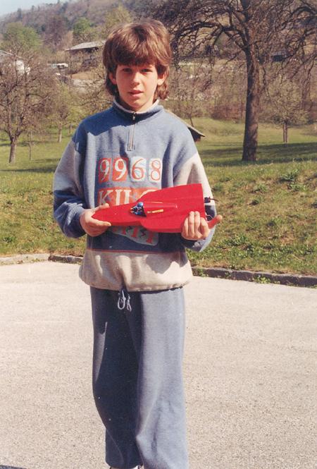 Januš Šivic z modelom čolna