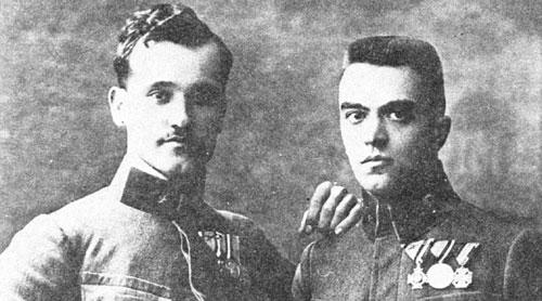 Poročnik Vrtovec leta 1918 (levo)