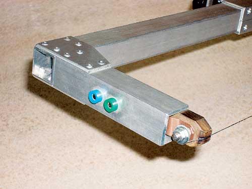Priključne vtičnice z izolacijskim delom iz pertinaksa in pritrditev uporovne žice.