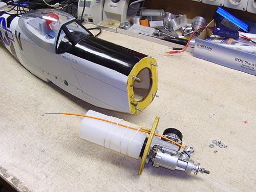 Motor in rezervoar