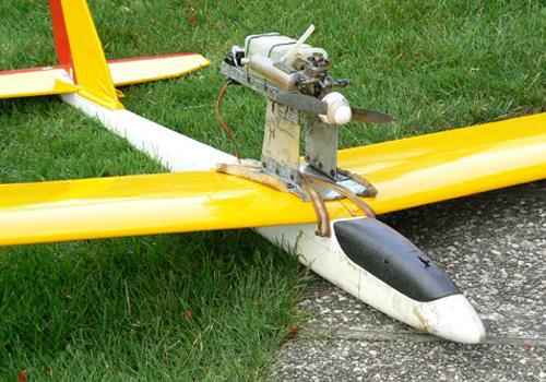 Pomožni motor nad krilom